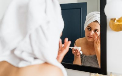 Waarom je beter huidverzorgingsproducten zonder parfum gebruikt